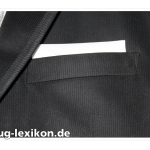 Unifarbenes Einstecktuch an einem Hochzeitsanzug, gefertigt aus Überresten vom Brautkleid.