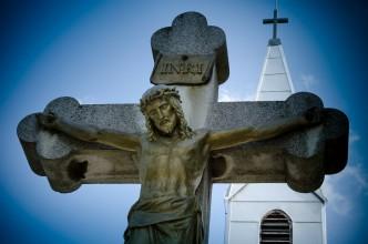 Kreuz mit Jesus Christus -Kirche / Friedhof