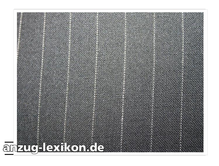 Das Bild zeigt die Nahaufnahme eines Nadelstreifen-Musters bei einem Anzug-Sakko