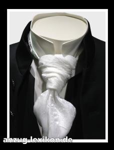 Vatermörder-Kragen in Kombination mit einem Frack und einem Plastron an einem Hochzeitsanzug