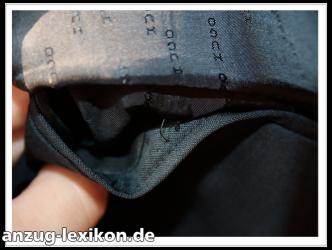 Zugenähte Sakko-Innentasche, die zur Hälfte aufgetrennt wurde