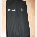 Zusammenfaltbarer Kleidersack für einen Anzug