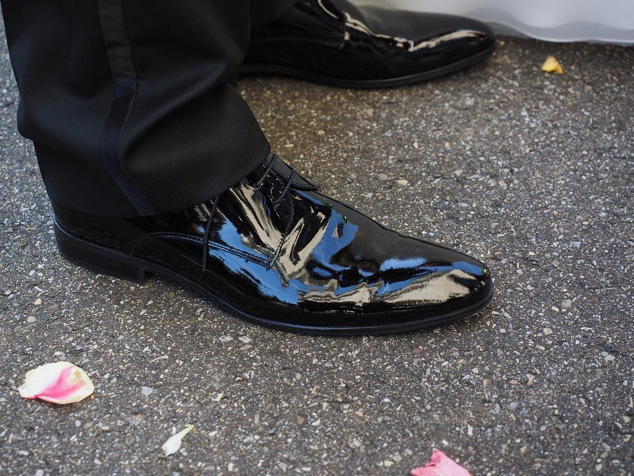 Butlerglanz: Schuhe auf Hochglanz polieren
