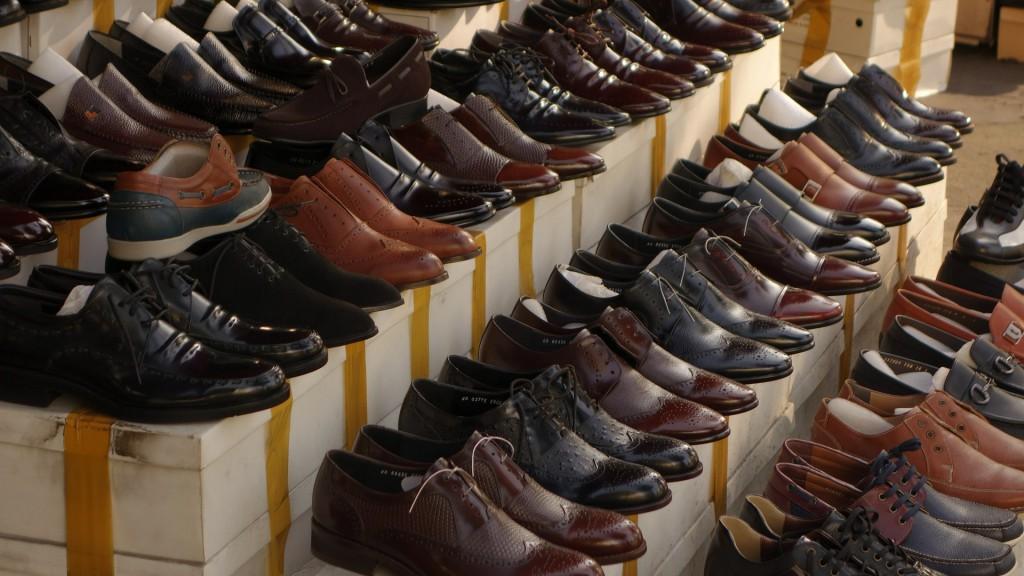 Schwarze und braune Lederschuhe für Männer